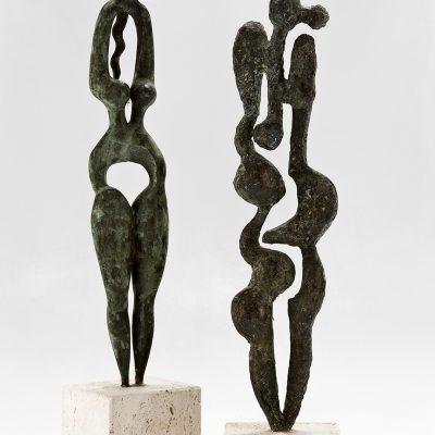Dos gracias, 2005. Bronce y roca trabertina, 51 x 10 x 8 cm. y 47 x 10 x 10 cm.