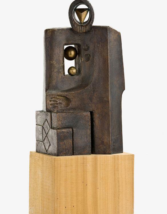Evocación pitagórica, c. 1975. Bronce y madera, 48 x 18 x 14 cm.