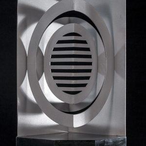 Eclosión, 2018. Metal y Madera, 50 x 35 cm.