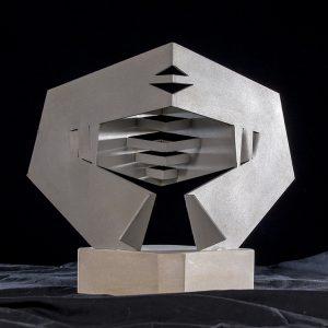 Ovni, 2018. Metal y piedra, 35 x 40 cm.